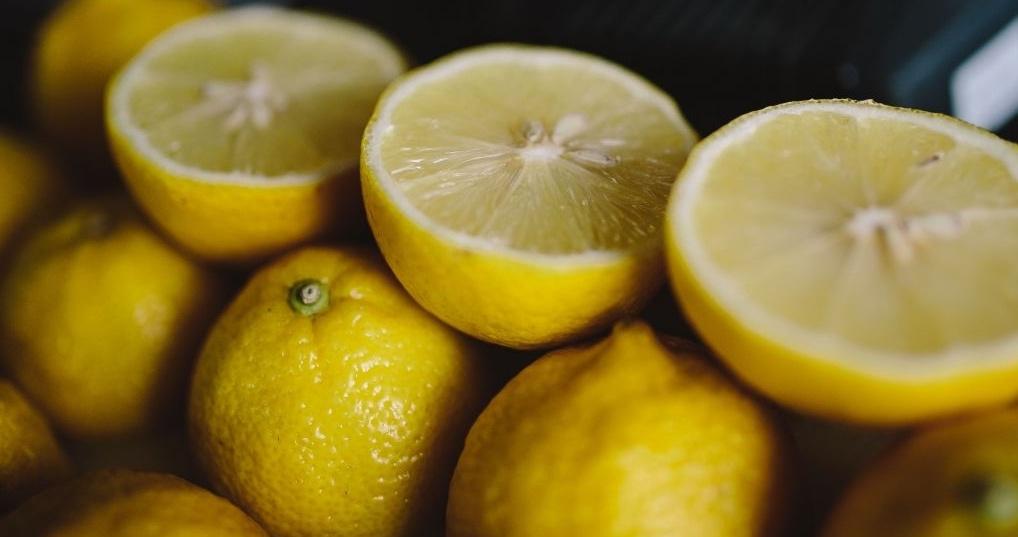 kaboompics_Fresh lemons-748950-edited.jpg